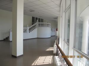 Центральный вход